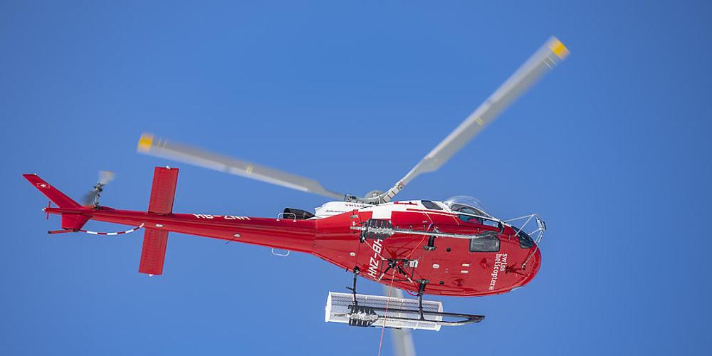 Ein unbekanntes Flugzeug und ein Helikopter der Rega sind sich vor einigen Wochen über österreichischem Gebiet gefährlich nahe gekommen. (Themenbild)
