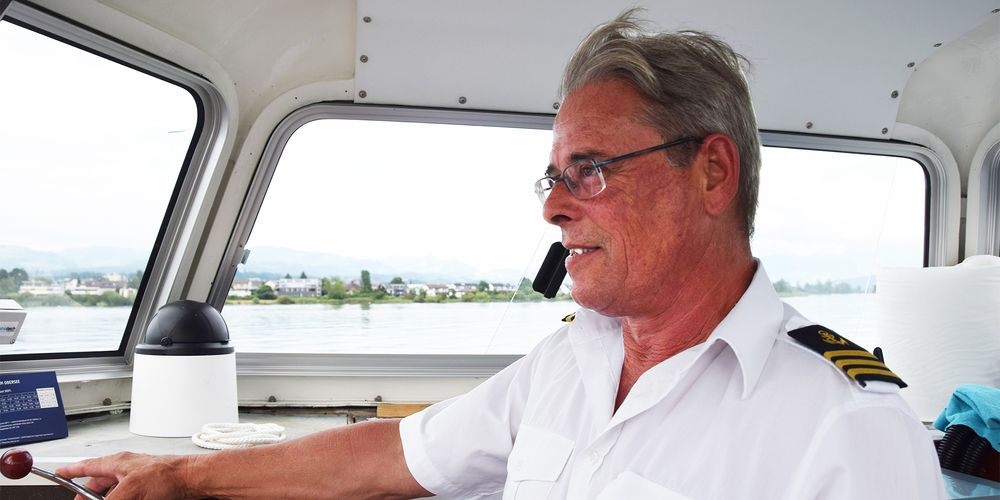 Daniel Burkhardt kommt aus Bäch und ist seit Beginn der Oberseefähre als Schiffsführer der Jean-Jacques-Rousseau dabei.