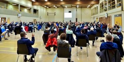 Bild aus der Uzner Bürgerversammlung von Anfang Dezember 2020.