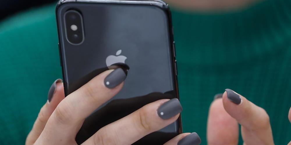 Wider Erwarten ist die Nachfrage nach iPhones nicht abgeflacht. Die Nachfrage nach 5G-fähigen Smartphones bringt Apple Gewinn ein.