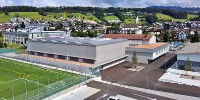 Die neue Sportanlage mit Tiefgarage beim Dorftreff Eschenbach ist vollendet und zur Besichtigung bereit.