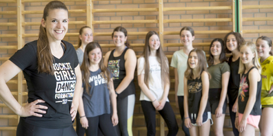 Katharina Klemenz (l.) als Trainerin mit einigen Tänzerinnen der erfolgreichen Formation Rocket Youngsters aus Basadingen.