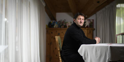 Beim rechtlich umstrittenen Polizeieinsatz in Adam Quadronis Haus landete der Whistleblower im Bündner Bauskandal in Handschellen. (Archivbild)