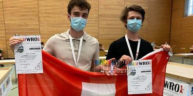 """Die Schweizer Finalisten Senior """"bin_rädi"""" aus der World Robot Olympiad Schweiz vom 19. Juni."""