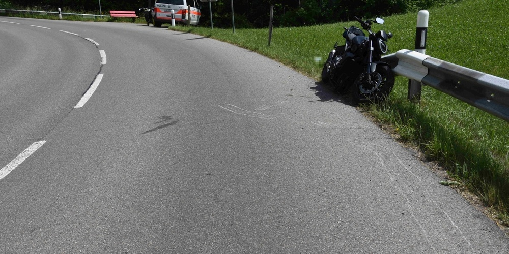 Der Motorradfahrer wurde von der Rettung ins Spital gebracht.