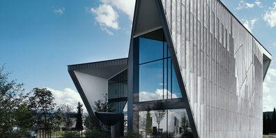Die Jansen AG ist Marktführerin für Fenster-, Tür- und Fassadensysteme aus Stahl