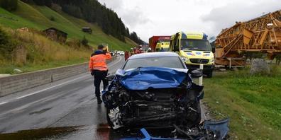 Bei der Frontalkollision auf der Landwasserstrasse in Davos wurden drei Personen verletzt.