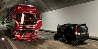 Die Kollision ereignete sich am Dienstag kurz vor 02:40 Uhr auf der Autobahn A3 zwischen Walenstadt und Murg, im Tunnel Quarten.