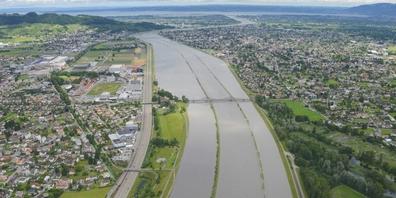 Im Juli 2016 führte der Alpenrhein Hochwasser. Nun soll im Rheintal der Hochwasserschutz verbessert werden.