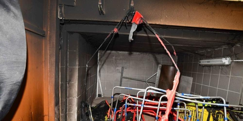 Unbekannte legten im Materialraum des FC St. Otmar in St. Gallen ein Feuer.