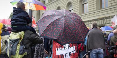 Die Gegner des Covid-19-Gesetzes rüsten sich für den Abstimmungskampf