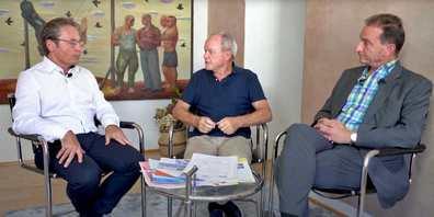 Bruno Hug (Mitte) diskutierte mit Gemeindepräsident Félix Brunschwiler (l.) und SVP-Präsident Stefan Wäckerlin über das Dorfzentrum.
