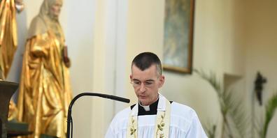 ARCHIV - Pfarrvikar Wolfgang Rothe hat einen polnischen Priester wegen Volksverhetzung angezeigt, weil er Homosexuelle in einem Beitrag für eine Zeitschrift beleidigt hatte. Foto: Felix Hörhager/dpa