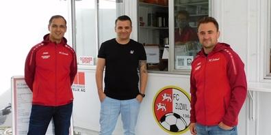 Alles unter Dach und Fach: v. l. Präsident Fabio Vitto, Cheftrainer Petrit Duhanaj und Technischer Leiter Beni Kuhn.