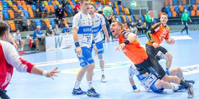 Trotz der gegnerischen Behinderung konnte sich Lukas Herburger durchsetzen und ein herrliches Tor erzielen.
