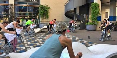 Mit Spinning wird immer eine realistische Radfahrsituation auf der Strasse simuliert.