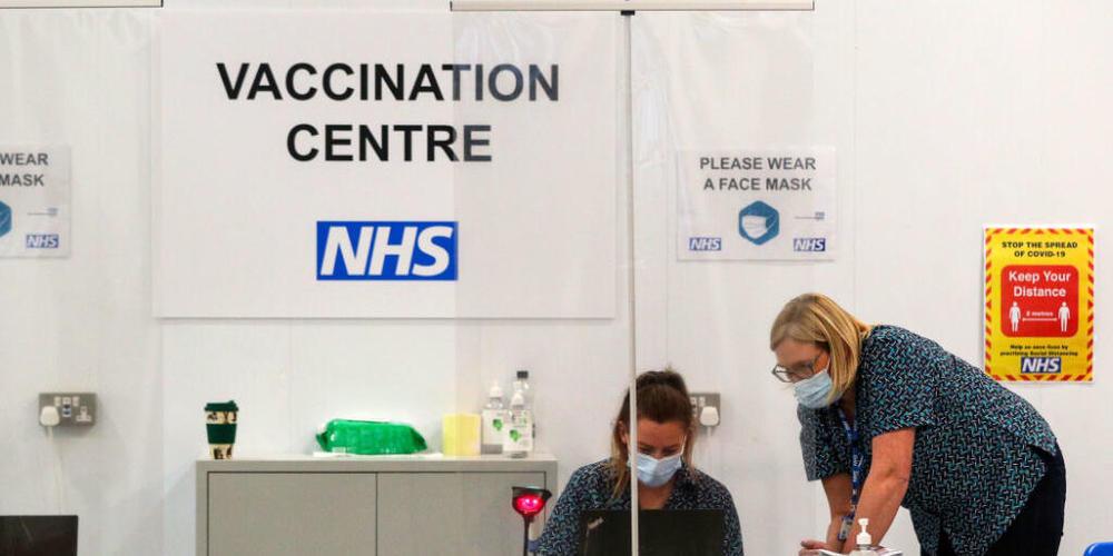 ARCHIV - Auch in Großbritannien werden Anreize geschaffen, um Ungeimpfte von einer Impfung gegen das Coronavirus zu überzeugen. (Symbolbild) Foto: Peter Byrne/PA Wire/dpa