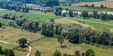 ARCHIV - Das Römerkastell Abusina an der Donau. Das Unesco-Welterbekomitee hat seine Entscheidung über die Aufnahme des Donaulimes als Teil der Grenze des antiken Römischen Reiches in die Welterbeliste aufgeschoben. Eine Arbeitsgruppe soll in den ...