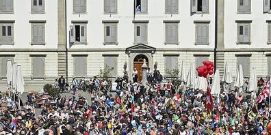 Die unbewilligte Kundgebung der Massnahmen-Gegner vom letzten Samstag hat dem Kanton St. Gallen Kosten für den Polizeieinsatz in der Höhe von rund 250'000 Franken verursacht.