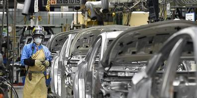 Der japanische Autoriese Toyota kürzt die Produktionsziele. Grund ist der anhaltende Chipmangel auf dem Weltmarkt.(Archivbild)