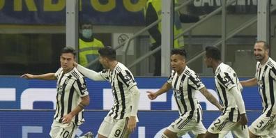 Die Mannschaft von Juventus jubelt nach Paulo Dybalas Penalty-Tor
