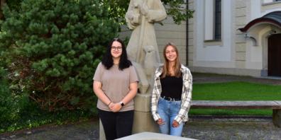 Die neuen Lernenden: Alena Pridgar und Aileen Stoffel (v.l.n.r.)