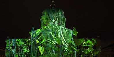 """Das Lichtspektakel """"Rendez-vous Bundesplatz"""" in Bern nimmt die vergangenes Jahr abgebrochene Show """"Planet Hope"""" diesen Herbst wieder auf. (Archivbild)"""