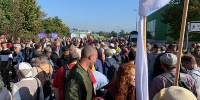 «Wir stehen ein für die Freiheit – für Alle»: Tausende demonstrierten in Rapperswil für die Abschaffung des Covid-Gesetzes.