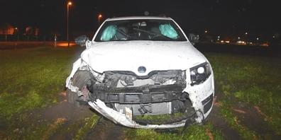 Die Kantonspolizei St.Gallen stufte den Fahrer dieses Autos anlässlich der Unfallaufnahme als fahrunfähig ein.
