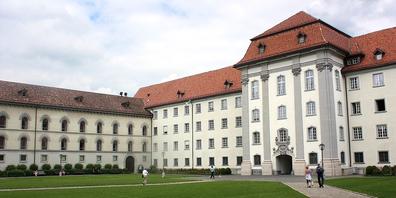 Angesichts der Prognosen verlangt die SVP von der St.Galler Kantonsregierung ein sofortiges Gegensteuern.
