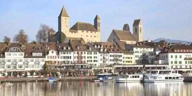 Das Schloss und das Hafen-Quartier von Rapperswil.