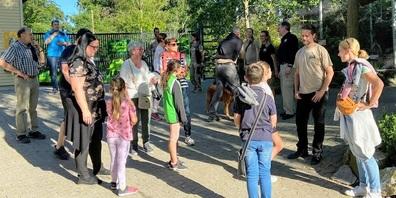 Das Team des Walter Zoos begrüsst die Gäste.