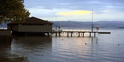 Die Rapperswiler Seebadi hat neu eine maximale Limite von 110 Gästen. Bei Grossandrang gilt eine Höchstaufenthaltsdauer von drei Stunden.