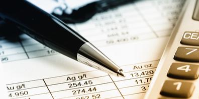 Die Finanzkommission zeigt sich wenig erfreut über die tief roten Zahlen im Budget 2021.