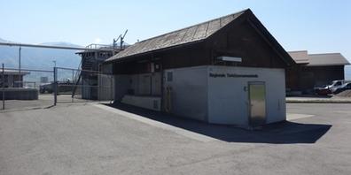Das Gebäude der regionalen Tierkörpersammelstelle befindet sich neben der Kläranlage im Ellbogen in Benken.