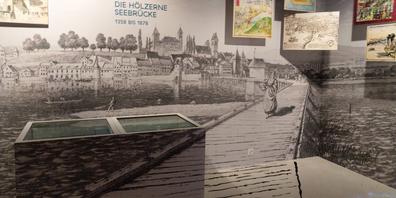 Im Ausstellungsraum zur Holzbrücke von 1358 bis 1878 blickt man auf die Stadt Rapperswil und das Brückentor.