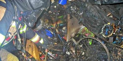 Heute Donnerstag kurz nach Mitternacht hat es in einem Mehrfamilienhaus an der Rietstrasse Rapperswil gebrannt.
