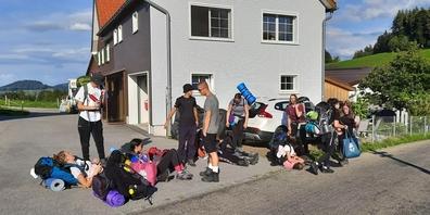 Die Schmerkner 3. Real auf Wanderschaft im Appenzellerland. Gekocht und übernachtet wird draussen. (Bild: Schule Schmerikon)