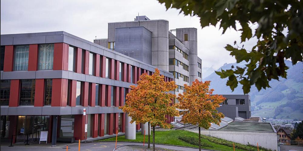 Das Spital Schwyz musste Security-Personal anheuern. (Urs Flüeler/Keystone)