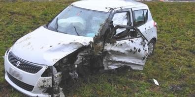 Bei der Kollision entstand Sachschaden von rund 15'000 Franken. Im Bild eines der beiden Unfallautos.