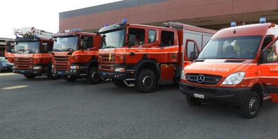 Verschiedene Einsatzfahrzeuge der Feuerwehr Uznach. Das neue Gesetz verzichtet auf eine kantonale Regelung von Stützpunkten für Rettungsgeräte.