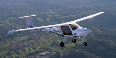 Der neue Elektroflieger «Velis Electro», mit dem zwei Flugpioniere einen etappierten Rekordflug von Schänis an die Nordsee absolvieren wollen.