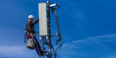 Montage einer 5G Mobilfunk-Antenne. Bild: Deutsche Telekom.