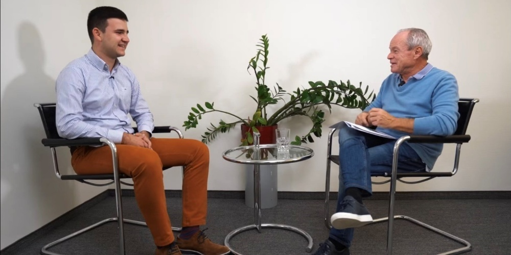 Mihajlo Mrakic (l.) im Video-Interview mit Linth24-Verleger Bruno Hug.