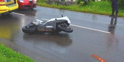 Ein 27-Jähriger stürzte auf der Uznacherstrasse mit diesem Motorrad und wurde unbestimmt verletzt.