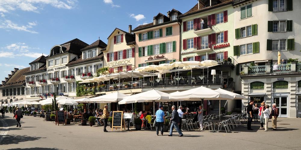 Am Seequai in Rapperswil kam es zur Massenschlägerei. (Bild: zvg)