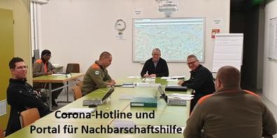 Führungsstab im Einsatz, mit Stabschef Christoph Solenthaler in der Bildmitte.