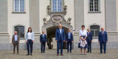 Die komplette Regierung (von links nach rechts): Fredy Fässler (SP). Laura Bucher (SP), Stefan Kölliker (SVP), Bruno Damann (CVP), Marc Mächler (FDP), Susanne Hartmann (CVP), Benedikt van Spyk (Staatssekretär), Beat Tinner (FDP)