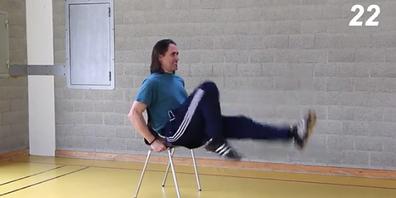 Sport auf dem Bürostuhl. Die Übungen werden erst kurz erklärt, dann geht es auch schon los.