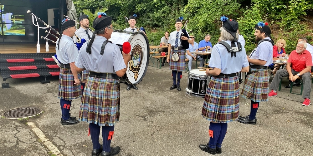 Die Sackpfeifenspieler unterhielten die Gäste der Rolf-Knie-Party mit traditioneller schottischer Musik.